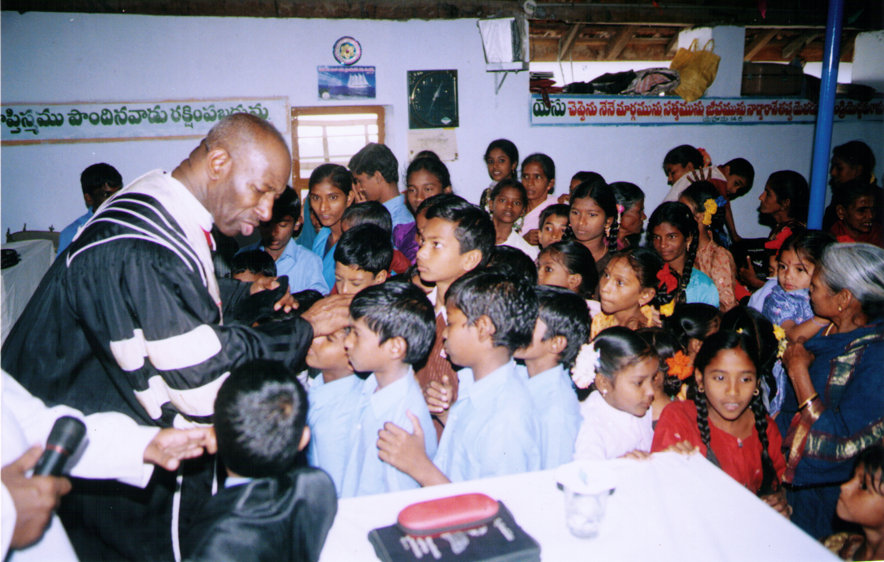 Apostle McFarlane Praying for The Children of BOTR Pakistan